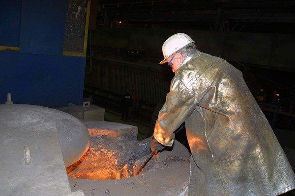 Viac ako 85 nemohlo odísť. 10–mesačné odstupné z U.S. Steelu nezoberú iba účtovníčky, ale aj technológovia alebo referenti.