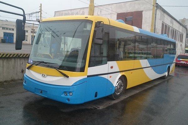 Prvý elektrobus SOR EBN 11. Do Košíc dorazil 21. marca. Posledný by mal SOR dodať do konca mája.