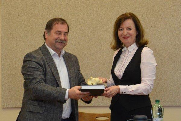 Rektorka UVLF a rektor UPJŠ pri krste knihy.