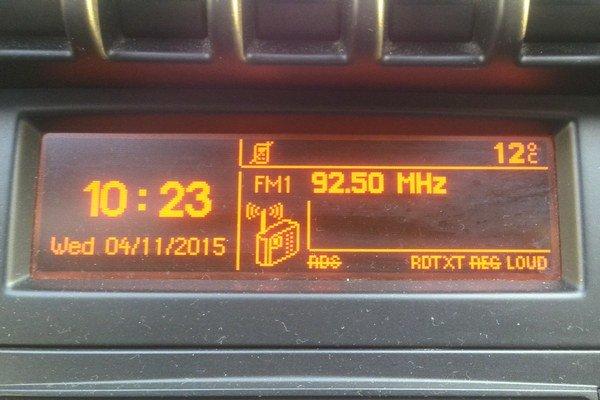 Play radio 92,50 MHz. Jeho signál prešiel 500 km do Košíc a stratil sa až popoludní.