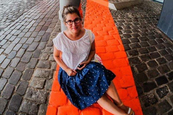 Zuzana Pacáková. Z Paríža, kde dlhé roky študovala, priniesla do Košíc Bielu noc. Po útokoch jej chodili celý deň správy od priateľov, že sú v poriadku.