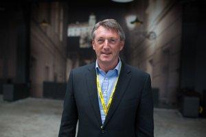 Na fotografii je Kevin Gaskell. Kedysi bol šéfom zastúpenia Porsche a neskôr BMW pre Veľkú Britániu.