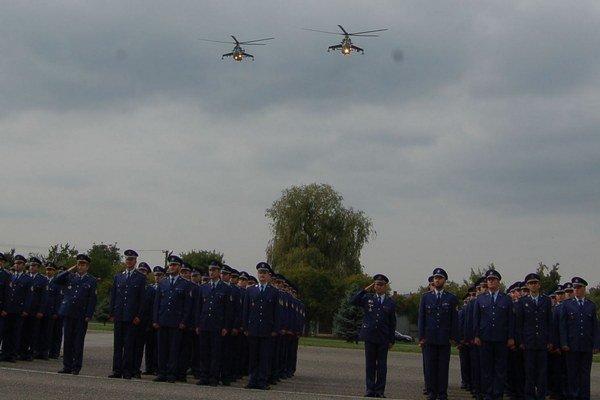 Posledný prelet. Vrtuľníky Mi-24, ktorých bolo na prešovskom vojenskom letisku dovedna 16, vyradili v roku 2011 z prevádzky.