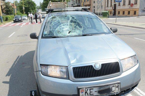 Nehoda na priechode. Šofér povedal, že chodkyňu najprv nevidel.