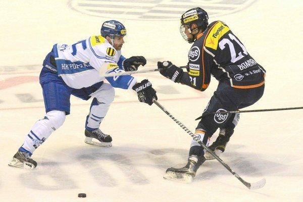 Rád by si vyskúšal kanadsko-americký hokej. Radovan Bondra (vpravo) čaká ešte na juniorský draft.