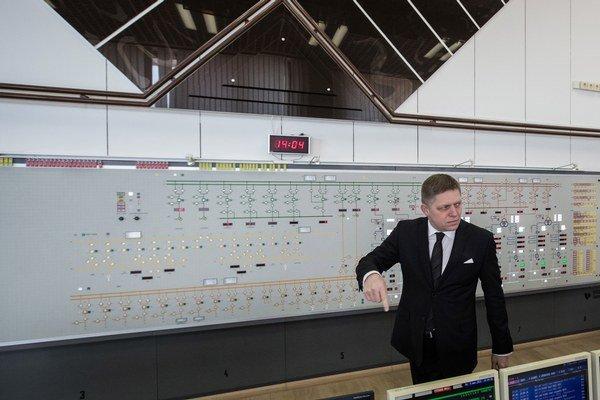 Fico preberá kontrolu nad Gabčíkovom.