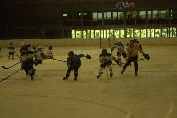 Tréning v Crow aréne. Malí hokejisti dostali zabrať.