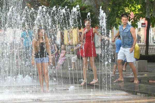 Príjemné ochladenie. Aj fontány včera pomáhali zmierňovať horúčavu v Košiciach.