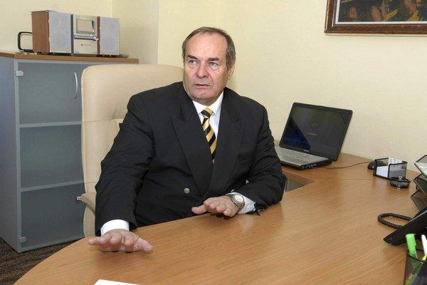 Pavol Mutafov. Mrzí ho problém s vysokými teplotami v ich budovách, no zamestnancom vychádzajú v ústrety.