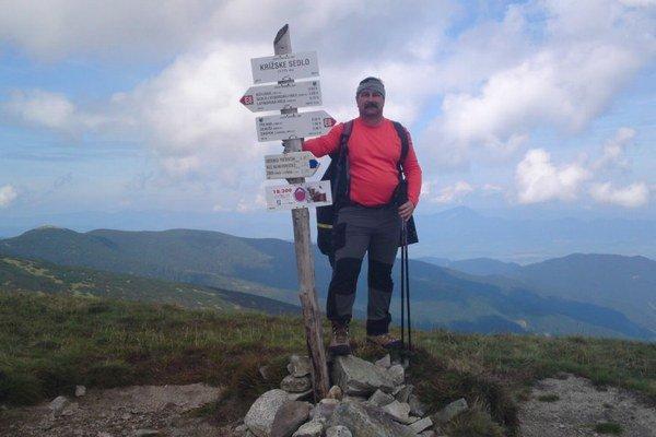 Na hrebeni Nízkych Tatier. Rektor je vášnivý turista.