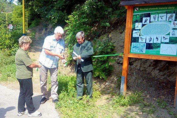 Momentka z otvorenia náučného chodníka Vrabčie skaly.