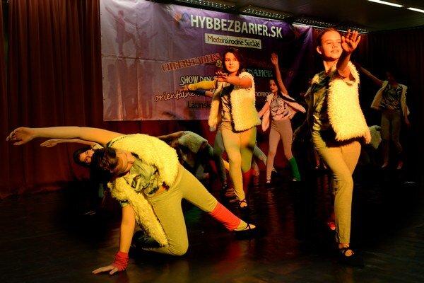 Tanečná všehochuť. Za dva dni sa predviedlo vyše 800 súťažiacich.