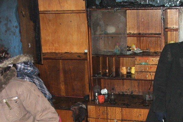 Obhorel aj interiér. Príčinou požiaru bola piecka.