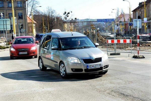 Dopravné obmedzenia. Podľa polície by ich mali uchádzači zvládnuť.