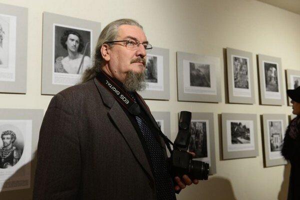 Bývalý správca zbierok galérie, pôsobil tu aj počas požiaru, v súčasnosti fotodokumentátor Stefan Schmidt.