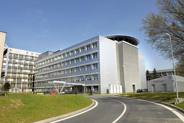 Moderná nemocnica. Získala českú architektonickú cenu.