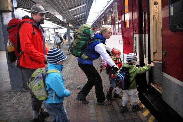 Cestovanie vlakom. IC spoje z Košíc do Bratislavy a naopak sa preriedia.
