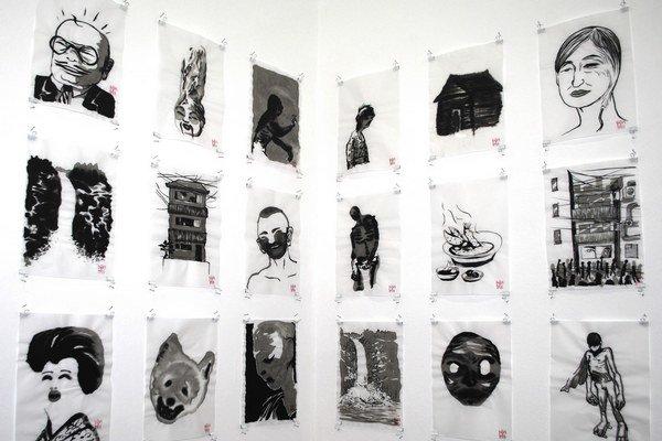 Diela maľované tušom od Borisa Sirku na výstave Ink places v košickej Šopa Gallery.