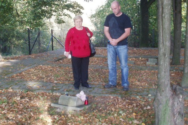 Mária zo Svidníka a Martin. Pri hrobe P. D. Kovaľa vo Wadowiciach.