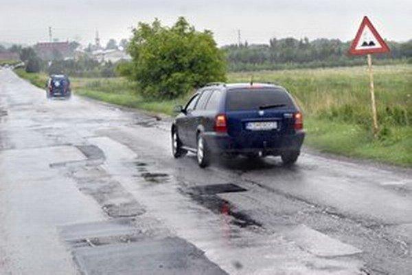 Až 20 km ciest v KSK je v nevyhovujúcom stave.