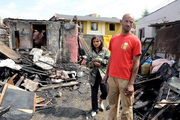 Zhorel im celý dom. S družkou pôjdu načas k susedom.