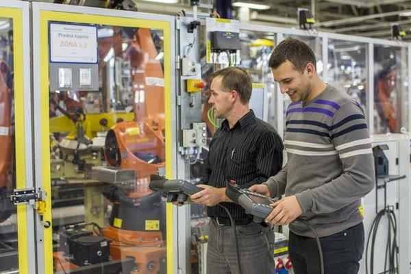 Viac ako manuálnych pracovníkov budú vo Volkswagene potrebovať mechatronikov a programátorov priemyselných robotov.