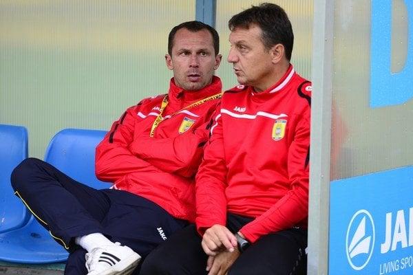 Dali sľub vedeniu. Radoslav Látal (vľavo) a jeho asistent Jiří Neček.