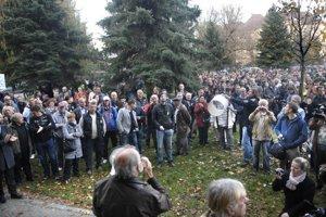 V Mestskom parku. Na prvý košický protest prišlo asi 400 ľudí.