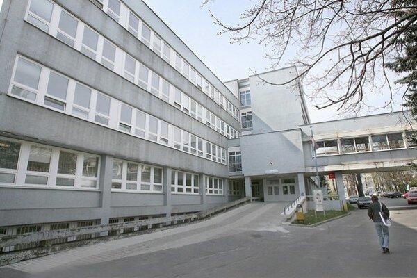 Nová nemocnica má stáť v areáli súčasnej vojenskej nemocnice na bratislavskej Patrónke.
