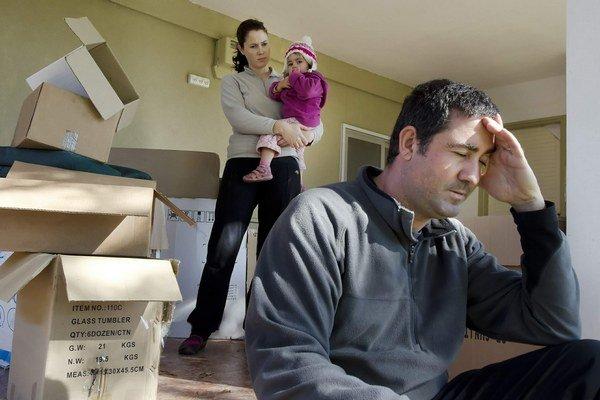 Situácia domácností sa zhoršila. Prvýkrát po ôsmich rokoch klesol v tom minulom ich mesačný príjem.