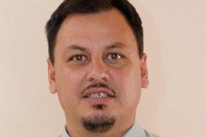 Ladislav Molnár. Pred poldruha mesiacom vyhral voľby, starostom doteraz nie je.