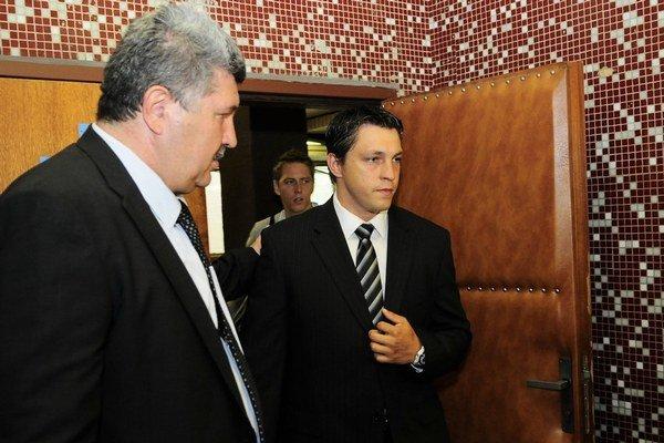 Advokát Alexander Farkašovský (vľavo) a jeden z jeho klientov – hokejista Sčurko.