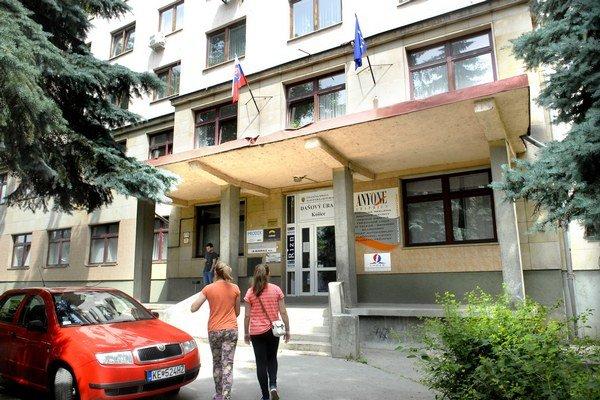 Daňový úrad na Tomášikovej.