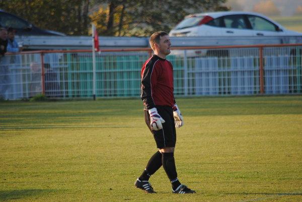 Futbalový brankár Nitrianskych Sučian Juraj Jurenka  zlikvidoval v jednom zápase tri pokutové kopy.