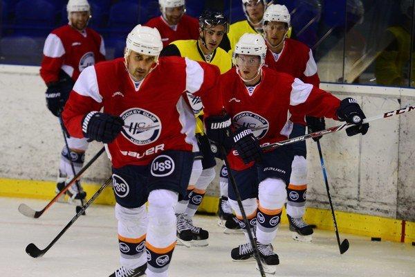 V popredí Peter Bartoš, najskúsenejší hokejista kádra HC Košice.