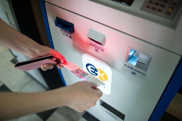"""Nový """"kolkový"""" kiosk. Vydá potvrdenie o zaplatení."""