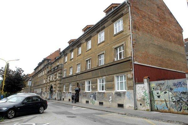 Štefánikova ulica. Expolicajta zadržali na tomto mieste.
