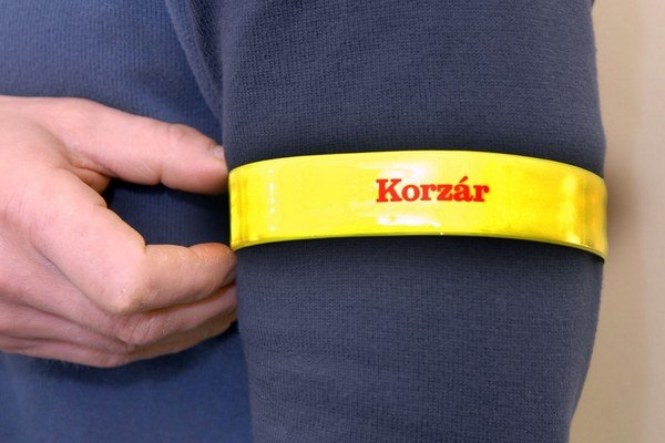 Vo štvrtok vám Korzár k novinám pribalí reflexný pásik.