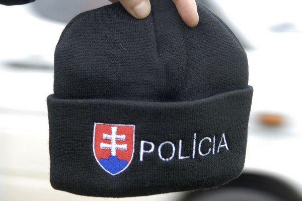 Pletená čiapka. Policajti ju zatiaľ nosiť nesmú.