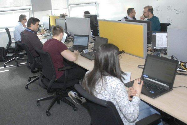 Zamestnanci košického IBM. Zatiaľ im pribudne 150 nových kolegov.