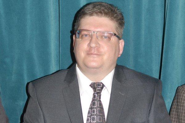 Roman Pillár. Právnik úradu sa na minimálne 6 rokov stane kontrolórom MČ.