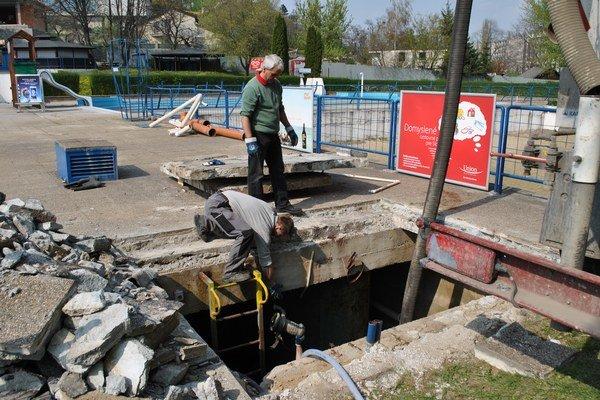Opravy sú v plnom prúde. Začali sa skôr ako mesto prikleplo sľúbené peniaze.