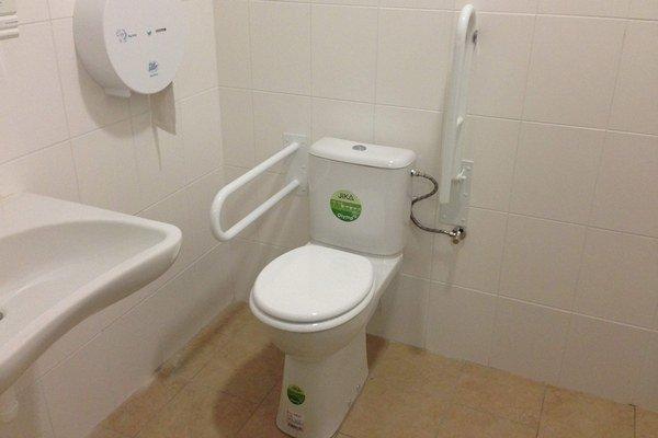Nové záchody chcú aj ochrániť. Pred WC plánujú dať turnikety, aby sa tam už nedostali asociáli.