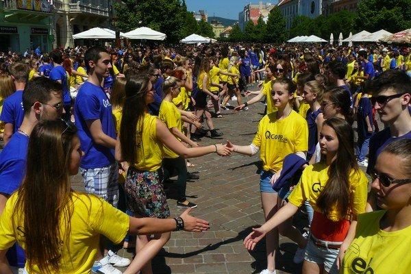 Každý tancoval, ako vedel. Najmä starší študenti ozvláštnili dobový tanec vlastnými kreáciami.