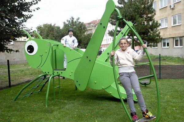 Prví návštevníci. Veľkého hmyzu sa nebáli.