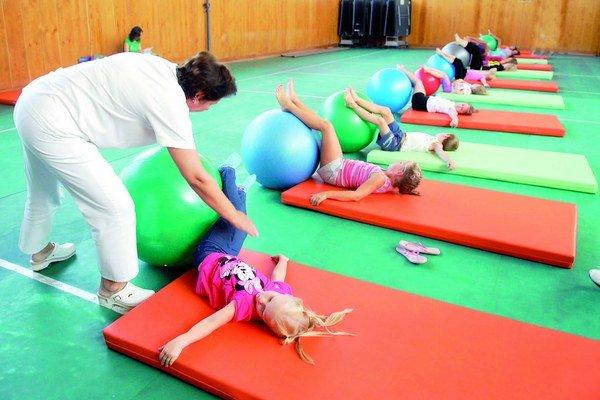 Cvičenie a pohyb sú dôležité pri zdravej výchove detí.