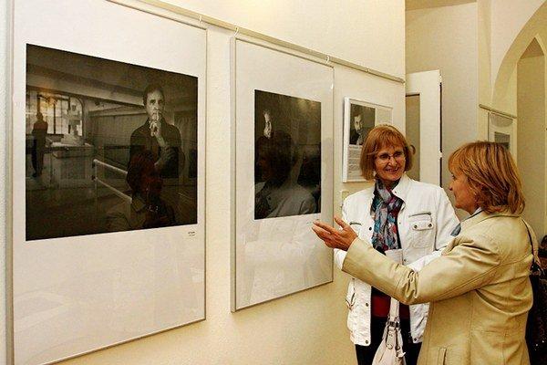 Portréty slávnych. Pavel Brunclík ich v Košiciach prezentuje do konca októbra.