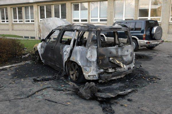 Zhorené auto. Malo vraj iba štyri mesiace.