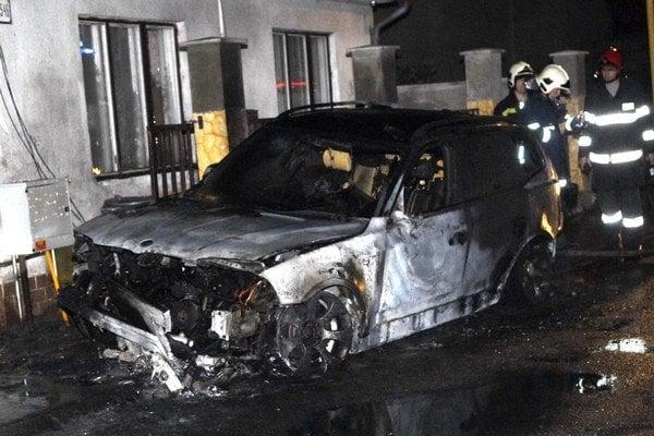 Zhorelo takmer do tla. Zatiaľ nevedno, či išlo o pomstu majiteľovi. Prípad vyšetruje polícia.