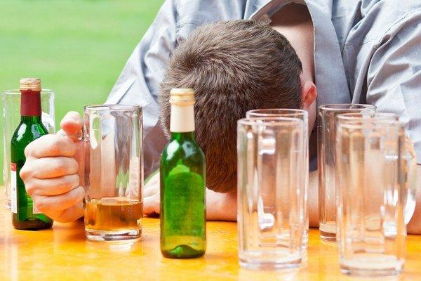 Bingedrinking. Vypiť veľa, v krátkom čase a opiť sa.